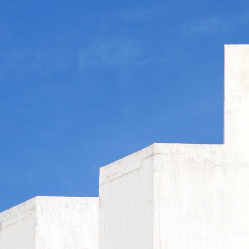WHITE & BLUE MORNING