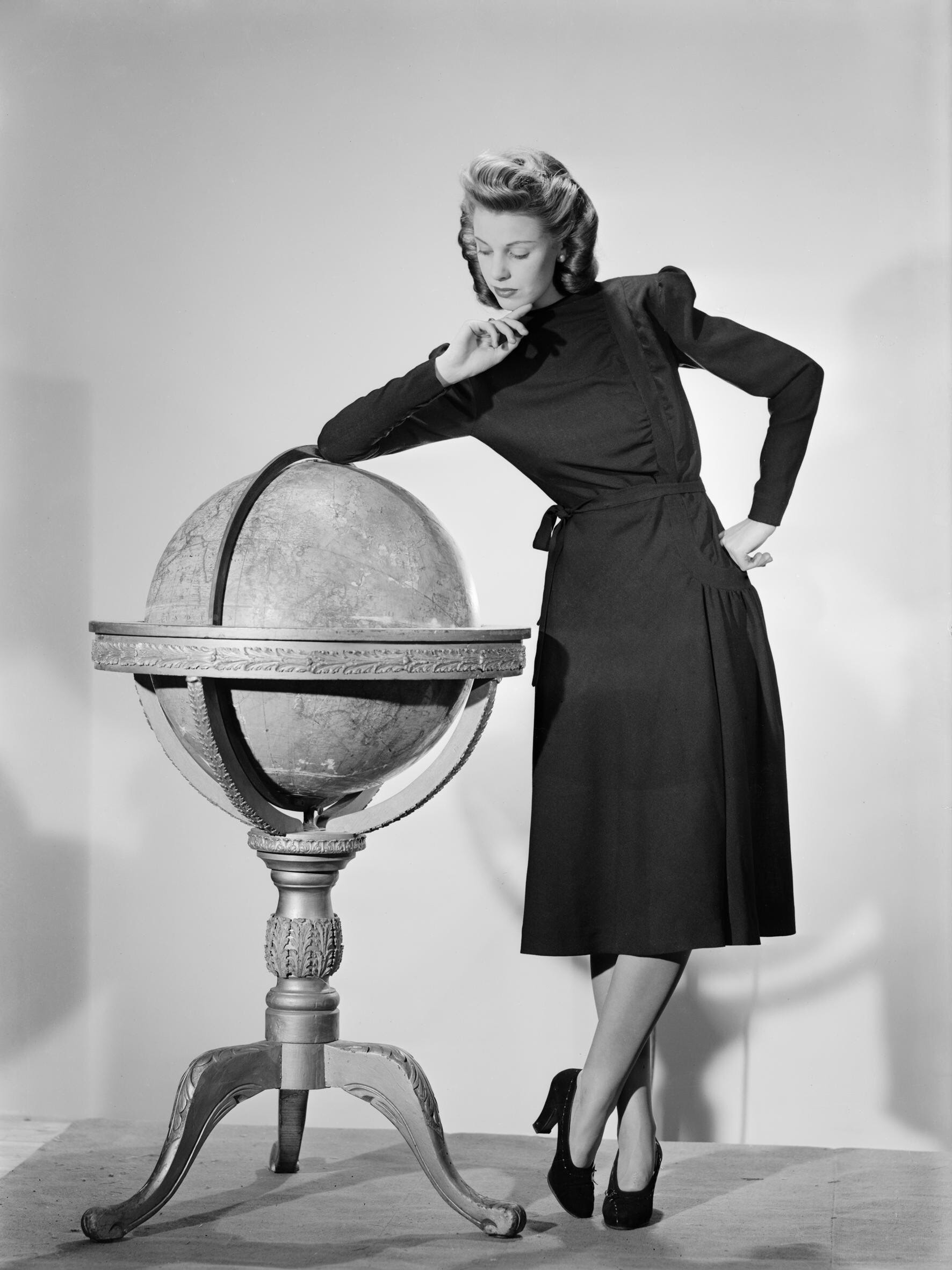 1943 dress (source: Wikimedia)