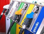 Ancora aumenti per benzina e gasolio (Ansa)