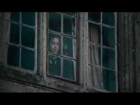 vídeo con una compilación de películas de terror