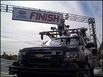 El vehículo Boss posando en la línea de meta