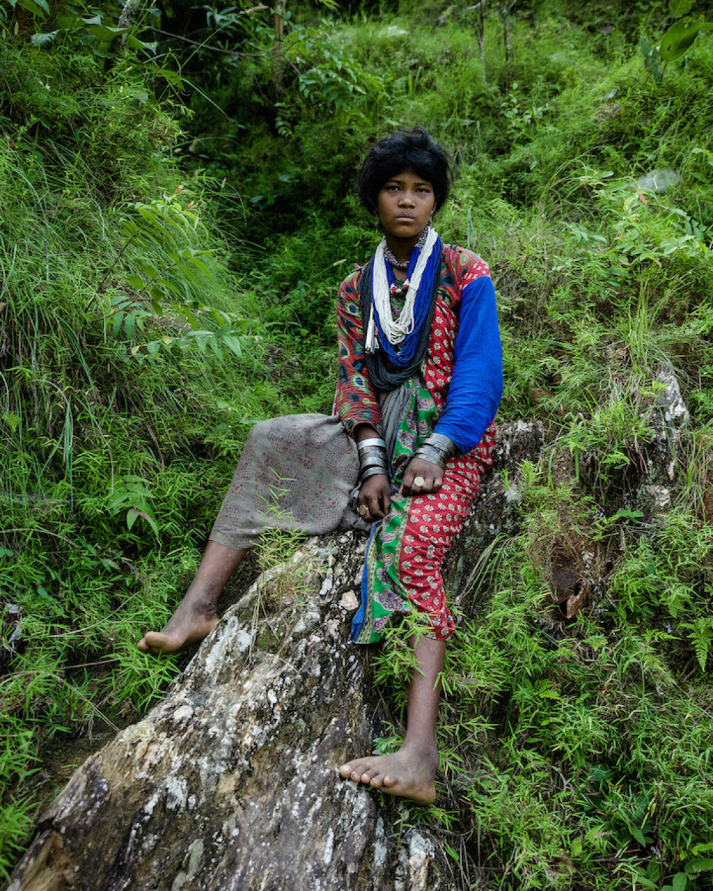 Fotógrafo documenta os últimos caçadores-coletores de tribo do Himalaia 03