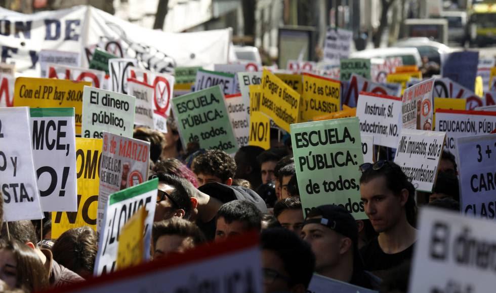 Manifestación convocada por el Sindicato de Estudiantes con motivo de la huelga general en la enseñanza pública