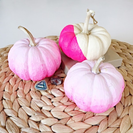 DIY Ombre Pumpkin Halloween Decoration – Indie Crafts