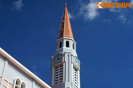 Khám phá nhà thờ Nhọn nổi tiếng ở Quy Nhơn - Ảnh 5.