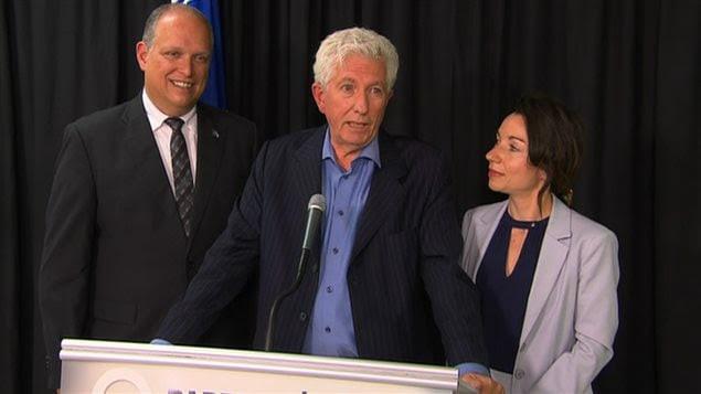 Le chef du Bloc québécois, Gilles Duceppe, a tenu sa conférence de presse aux côtés des députés péquistes Stéphane Bergeron et Martine Ouellet.