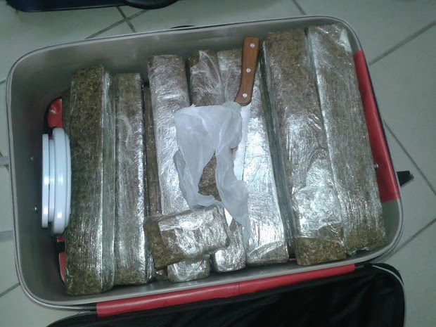 Policiais encontraram 65 Kg de droga com dupla em Lorena (Foto: Divulgação/ Polícia Civil)