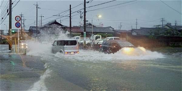 Inundación en las calles de la ciudad de Tsu, Japón, después del paso del tifón 'Halong'.