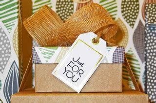 16th Wedding Anniversary Gift Ideas   Traditional & Modern