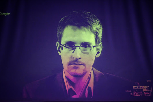 Smartphones can be hacked with an unseen text, says Snowden