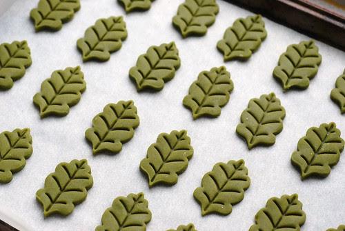 green tea shortbread leaves