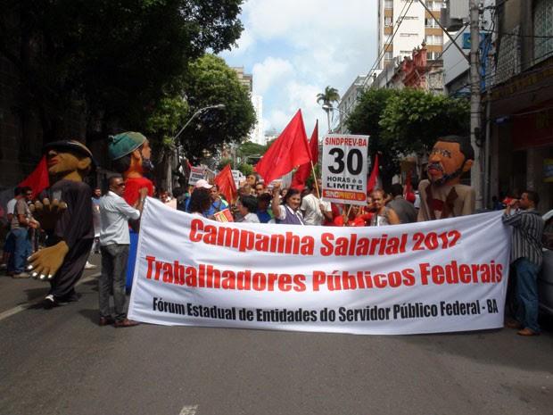 Servidores públicos federais protestam no centro de Salvador (Foto: Gabriel Gonçalves/ G1)