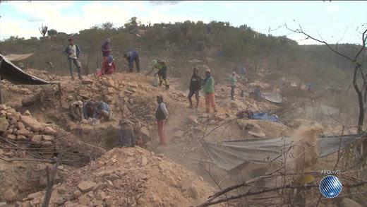 Ação foi determinada pelo DNPM, que destaca a necessidade de evitar acidentes no local   Foto: Reprodução/ TV Bahia