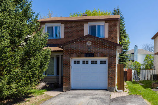 1837 Brousseau Crescent, Ottawa ON K1C 2Y5, Canada - Virtual Tour