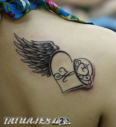 Corazón Con Inicial Y Alas Tatuajes 123