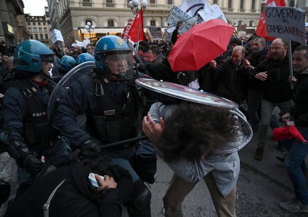 manifestazione contro Matteo salvini © ANSA