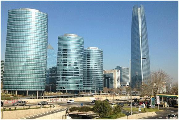 """يقع أطول مبنى في أمريكا اللاتينية بالعاصمة التشيلية - سانتياجو، ويعرف باسم """"Gran Torre Santiago""""، ويبلغ ارتفاعه 300 متر، ويسع"""