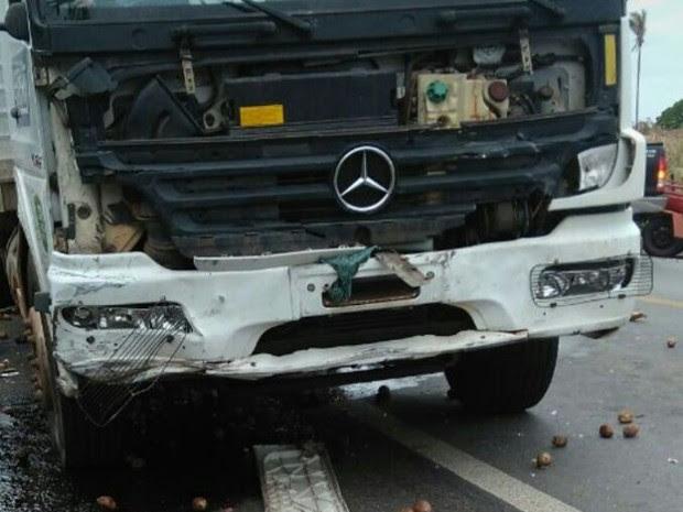 Colisão em Peritoró envolveu caminhão baú e veículo de passeio (Foto: Alexsandro Sousa)