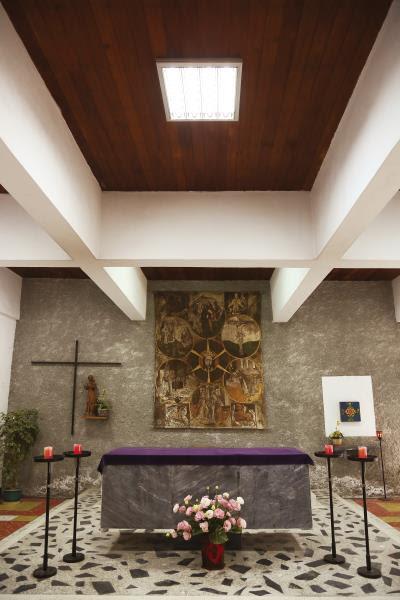 如今在白冷會台灣區會院教堂內依然完好如初的木製天花板、座椅,全是由以木工技藝聞名的公東高工師生一手完成。