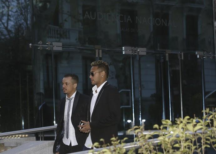 Neymar deixa tribunal Espanha (Foto: EFE/Kiko Huesca)