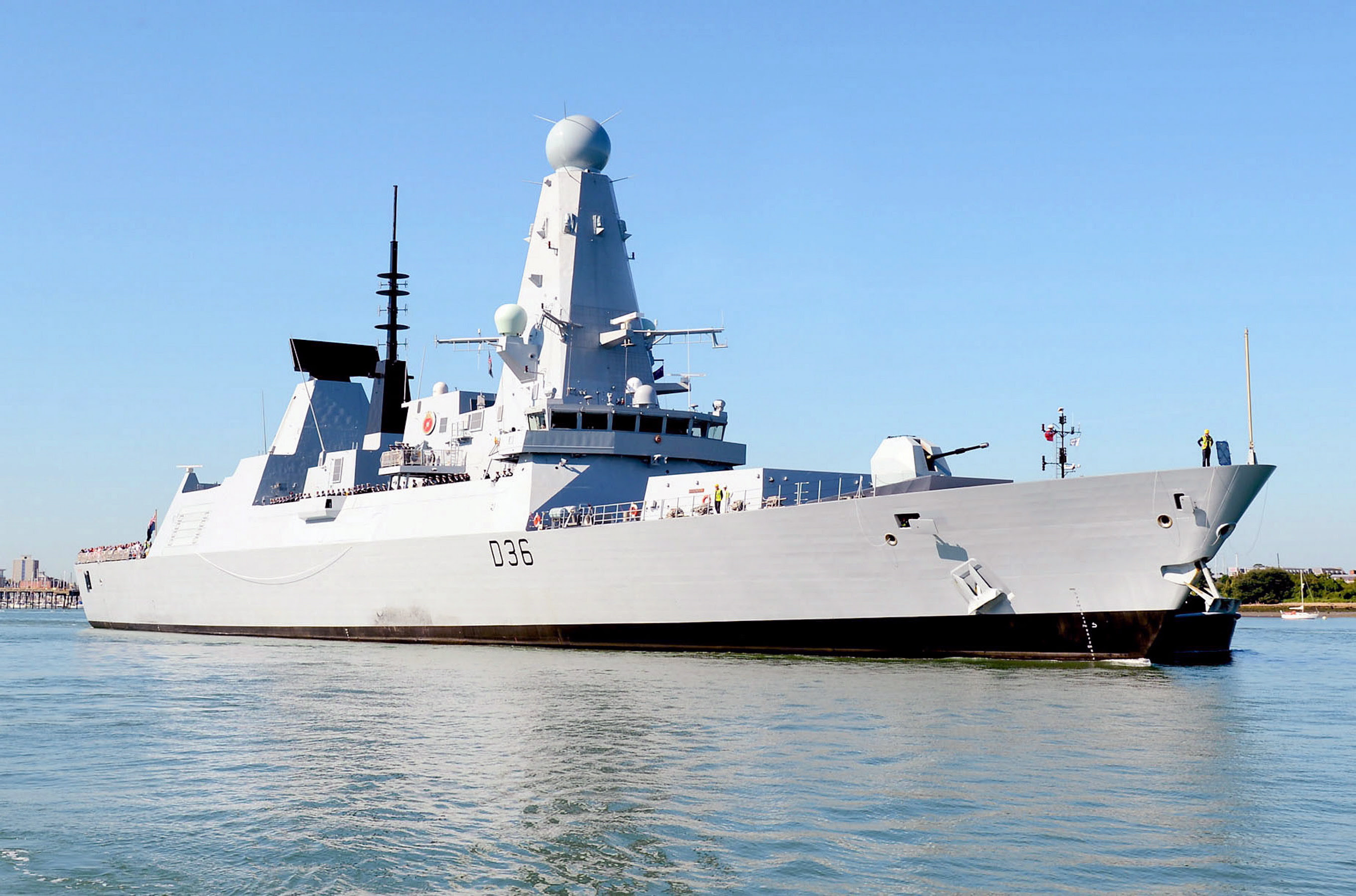 Royal_Navy_Destroyer_HMS_Defender_(D36)