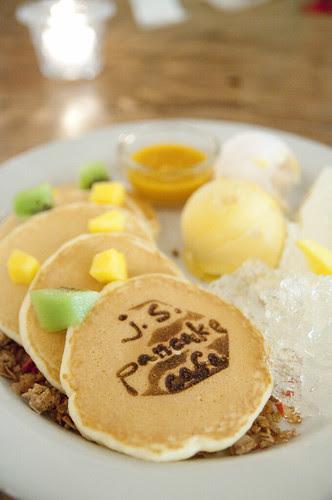 Mango Peach Pancakes, J.S. Pancake Cafe, Aoyama