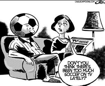 La esposa le pregunta al marido: ¿No crees que llevas demasiado tiempo viendo el fútbol en la tele?