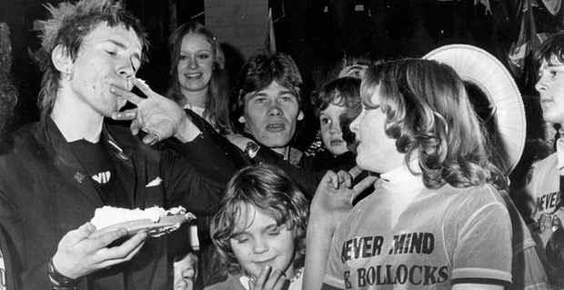 sex-pistols-in-huddersfield-1977