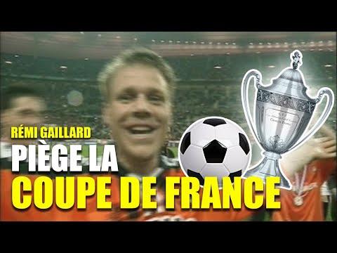 video de Remi Gaillard colandose en la final de un partido de futbol