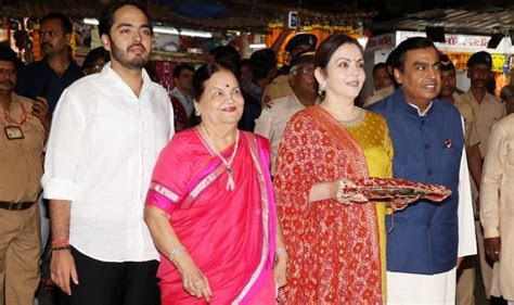 Mukesh Ambani And Nita Ambani Visit Siddhivinayak Temple