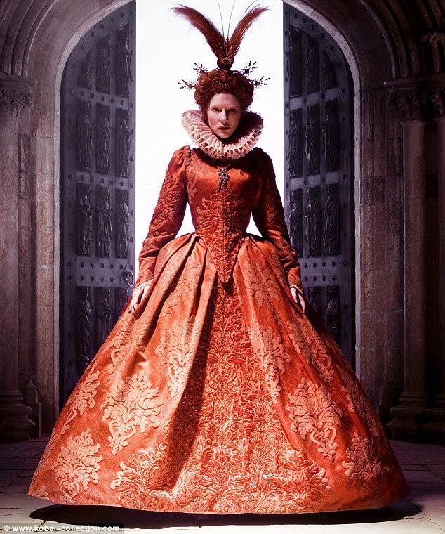 Cate Blanchett em Elizabeth: A Era de Ouro (2007), usando um vestido Elizabethan por Alexandra Byrne