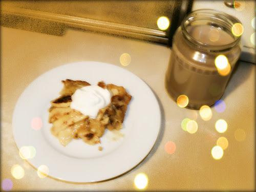 Apple tRat with Greek yogurt and cinnamon coffee