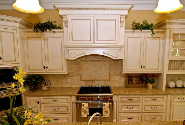 Antique White with Chocolate Glaze Kitchen - Traditional ...