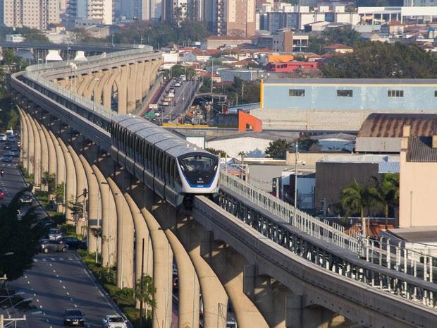O Metrô de São Paulo inicia a cobrança de passagem na Linha 15-Prata. A linha é operada por meio de monotrilho e nesta fase a operação é apenas entre as estações Oratório e Vila Prudente, que faz interligação com a Linha 2 (Verde), na Zona Leste da cidade (Foto: Paulo Lopes/Futura Press/Estadão Conteúdo)