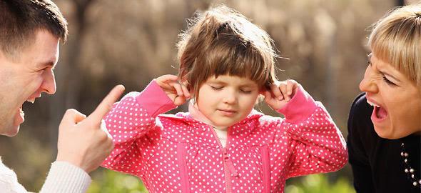 den akoyei 590 1 Γιατί το παιδί σας δεν σας ακούει και τι να κάνετε