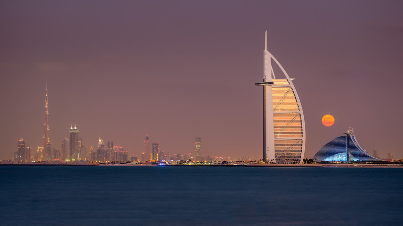 2013 Pic(k) of the week 51: Moonrise over Dubai