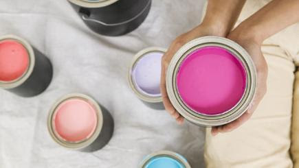 5 tips for choosing the right wall paint colour when redecorating your home