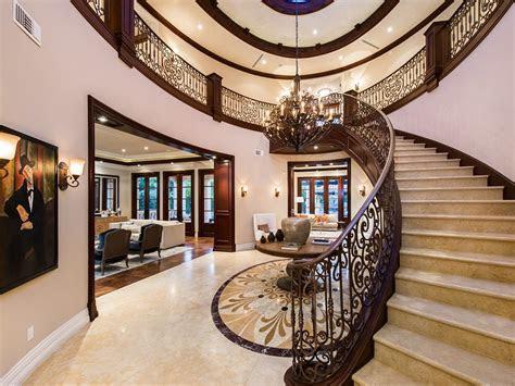 Modern Mediterranean Home In Beverly Hills