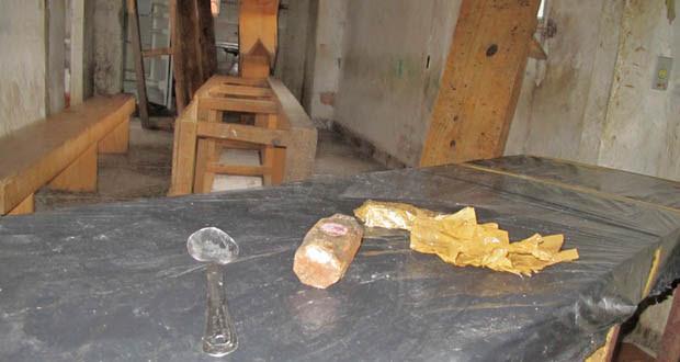 No local, ainda há equipamentos rudimentares utilizados para preparar a cocaína e embalar a maconha (Foto: Rosanne D'Agostino/G1)