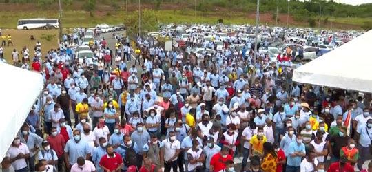 Funcionários da Ford iniciaram protesto em Camaçari | Foto: Reprodução/TV Bahia