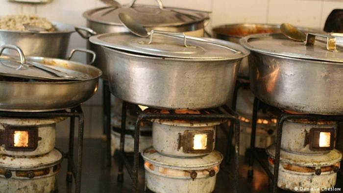Pots and pans, in Azura Restaurant, in West Jerusalem, in April 2013 (Foto: Daniella Cheslow)