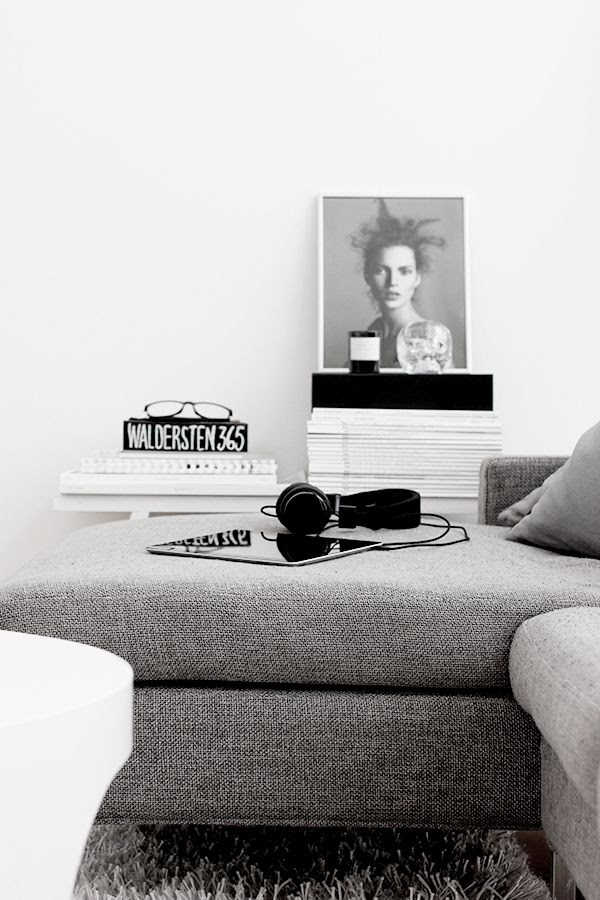 LE FASHION BLOG HOME DECOR INSPIRATION MIJA THE SUPER ORDINARY SWEDISH INTERIOR DESIGN BLOGGER BLACK AND WHITE FASHION RELATED DETAILS KATE MOSS PHOTO CANDLES MAGAZINE STACKS HEAD PHONE GREY GRAY SECTIONAL 1 photo LEFASHIONBLOGHOMEDECORINSPIRATIONMIJATHESUPERORDINARY1.jpg