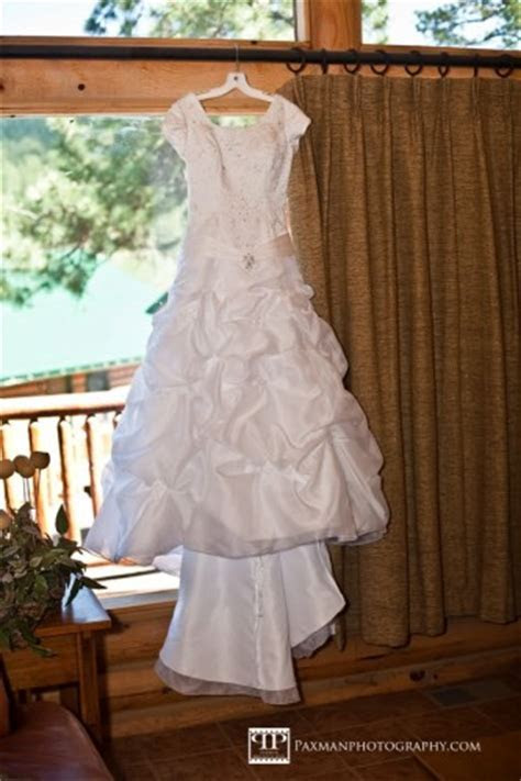Wedding Dress Wrinkle Removal   LDS Wedding Planner
