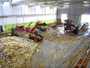 Nave de la empresa Alquimia en Daimiel, donde se recuperan miles de toneladas de residuos para su reutilización. (Foto: G.C.D.)