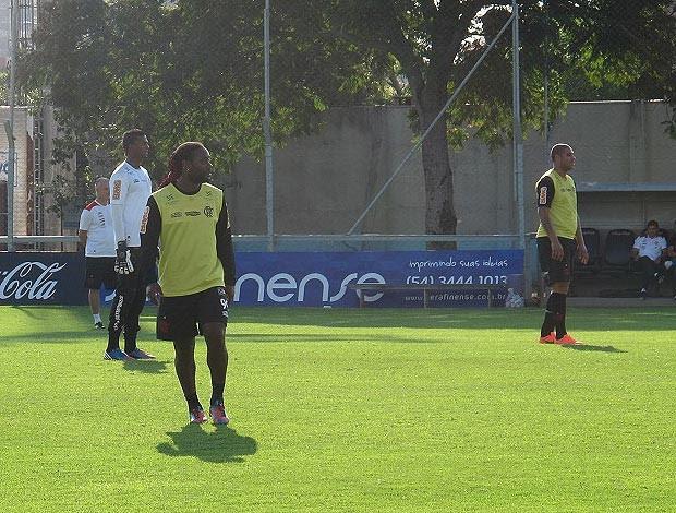 Vagner love adriano felipe flamengo treino (Foto: Janir Júnior / Globoesporte.com)