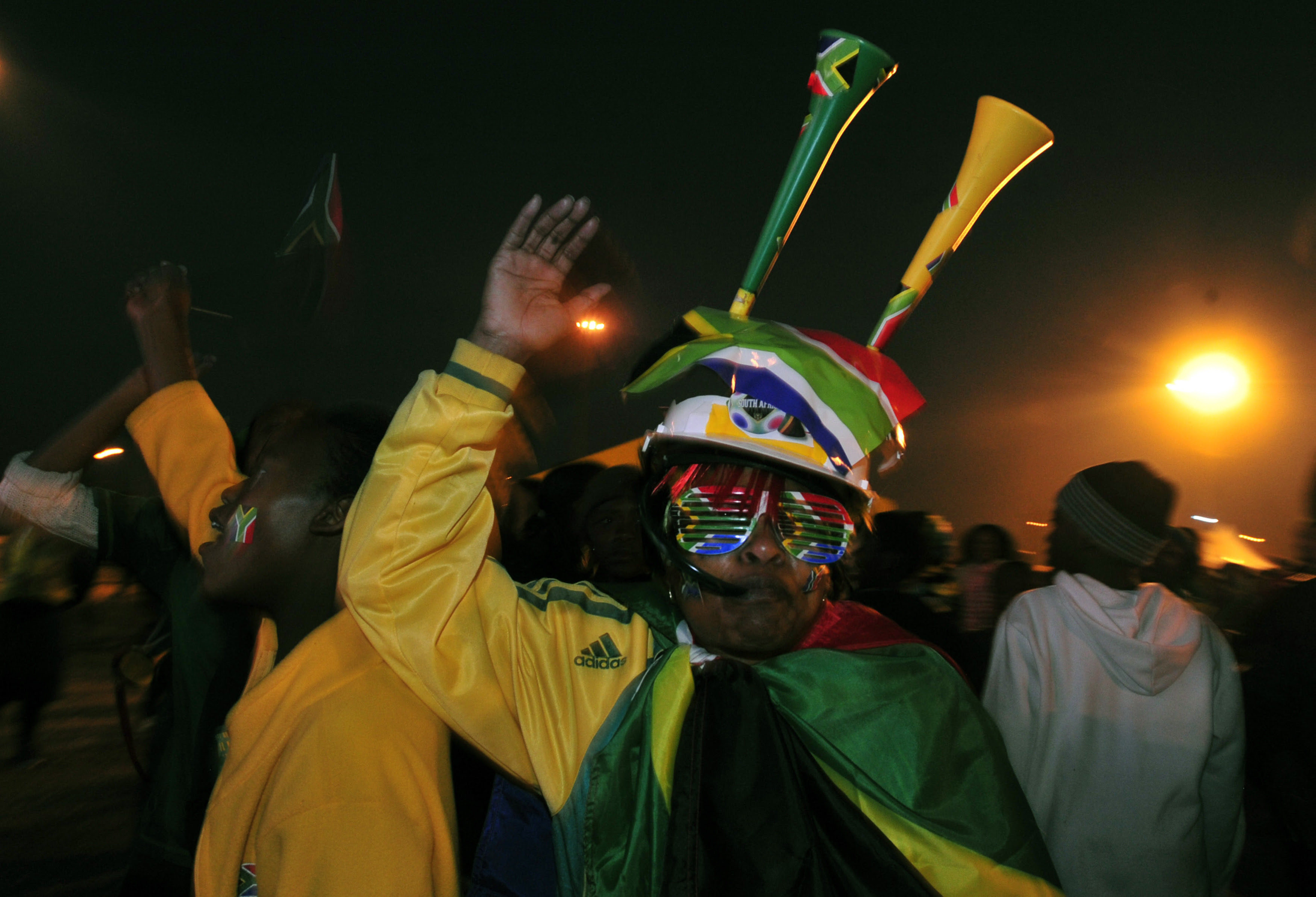 http://upload.wikimedia.org/wikipedia/commons/2/24/Watching_South_Africa_%26_France_match_at_World_Cup_2010-06-22_in_Soweto_17.jpg