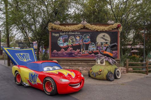 Cars Land Car-stumes!
