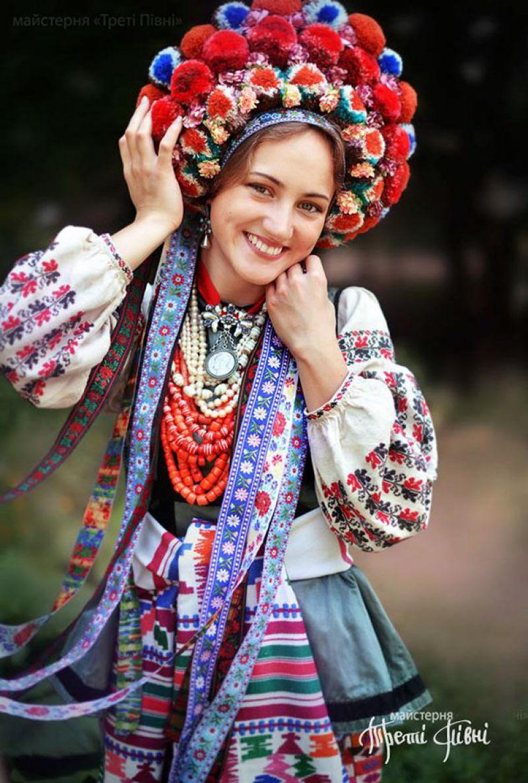 Mulheres modernas usando coroas tradicionais ucranianas dão um novo significado a uma antiga tradição 09