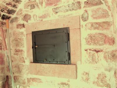 Gullible 39 s travels pizza oven door for Door 2 door pizza
