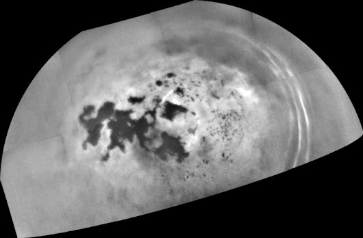 Titan's lakes and seas may be fizzy with patches of nitrogen bubbles